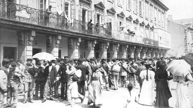 1895. Tropas destinadas a Cuba esperando embarque en La Coruña. Algo para olvidar.