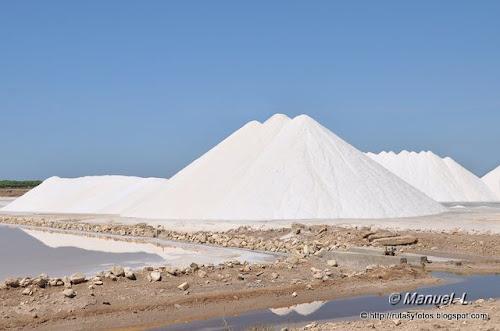 Piramide de sal en una salina de Sanlucar