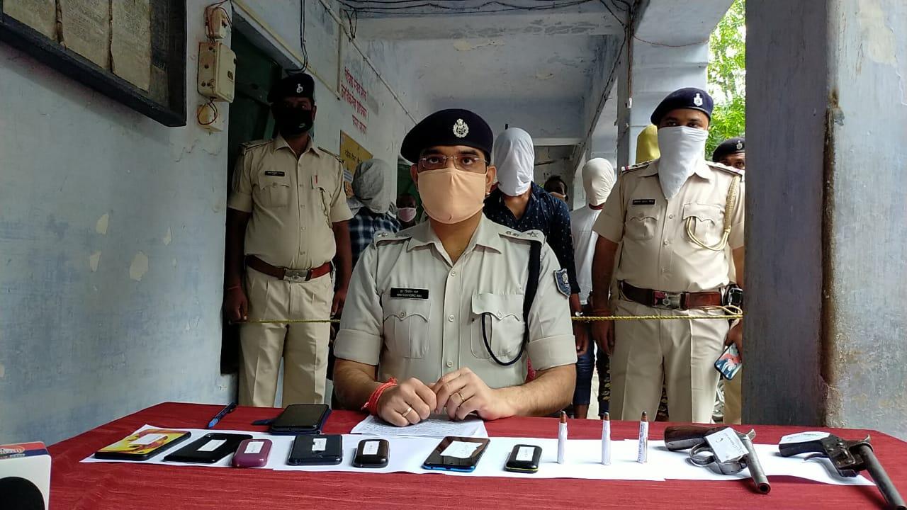 सारण पुलिस को मिली बड़ी कामयाबी ग्यारह बाइक ओर हथियार के साथ  ग्यारहअपराधी गिरफ्तार
