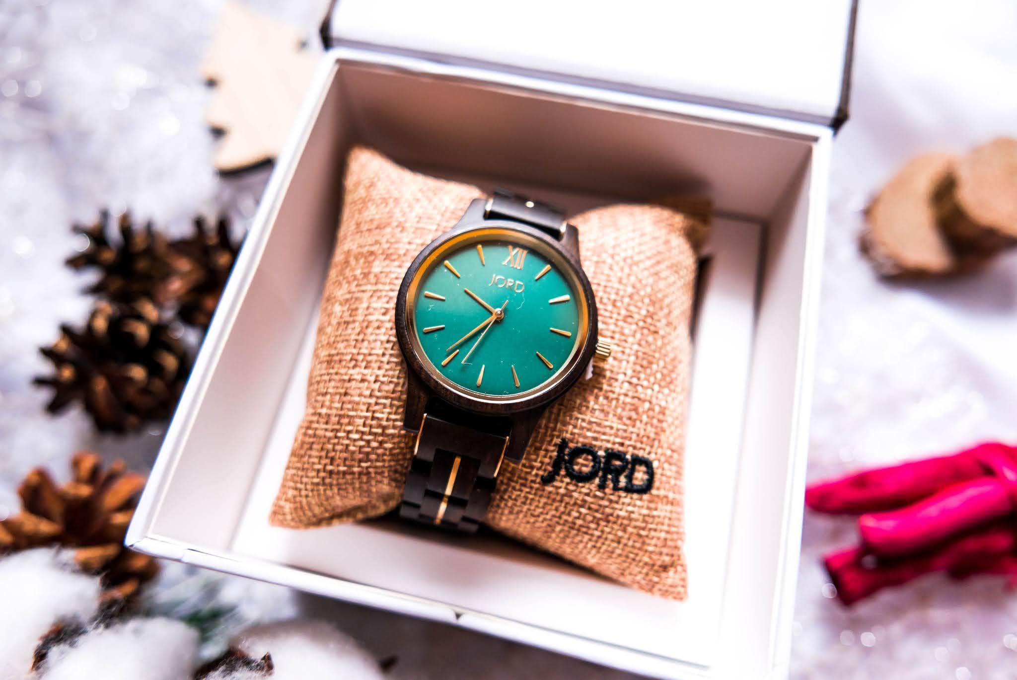 zegarek z drewna hebanowego