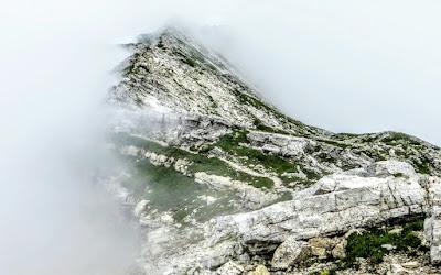 Auf dem Grat vom Großer Daumen im Nebel Hinterstein Allgäu