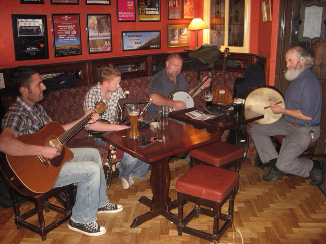 musicians playing in an Irish pub