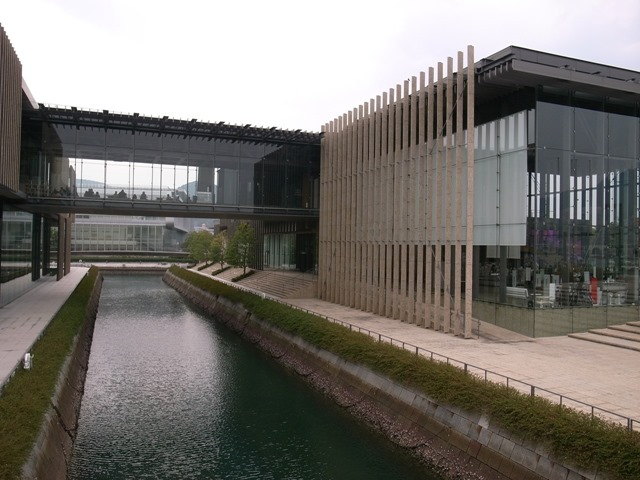 長崎県美術館川