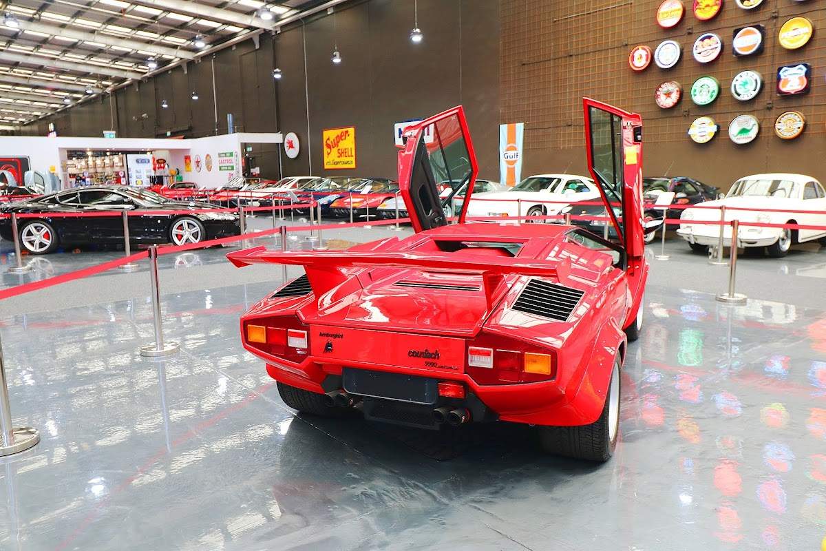 Lamborghini Countach (30).jpg