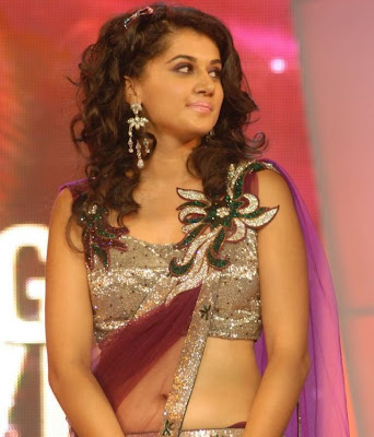 Tapsee Sizzles at Big FM Telugu Movie Awards 2011