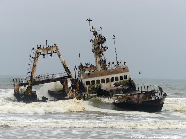 barco-varado-costa-esqueletos-namibia.JPG