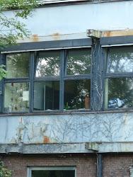 Verfallenes Schulgebäude.