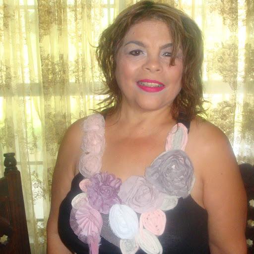 Dalia Navarro Photo 13