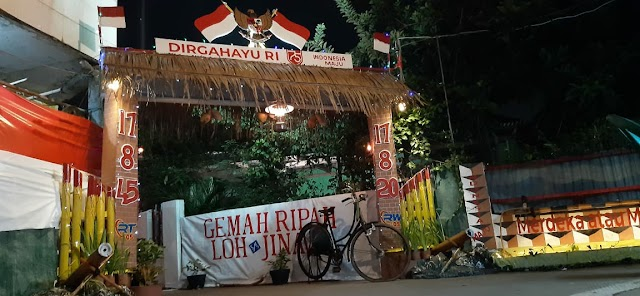 Peringati HUT RI Ke 75 , Pengurus RW 05 Bekasi Jaya Adakan Lomba Gapura