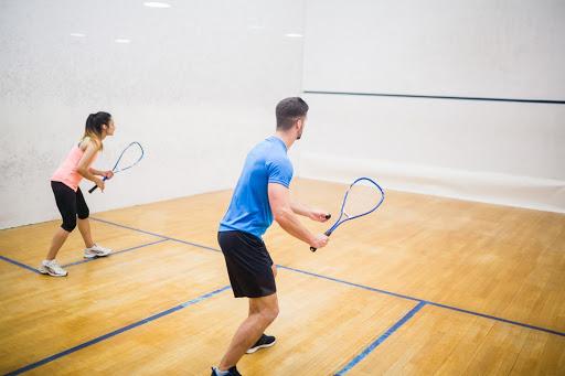 Como é o jogo de Squash?