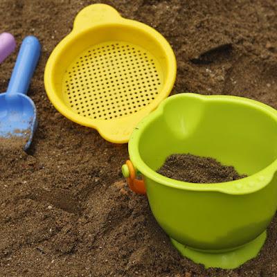 Bộ đồ chơi biển bằng nhựa Hape Beach Basics