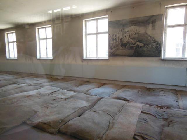 Interior de los barracones de Auschwitz