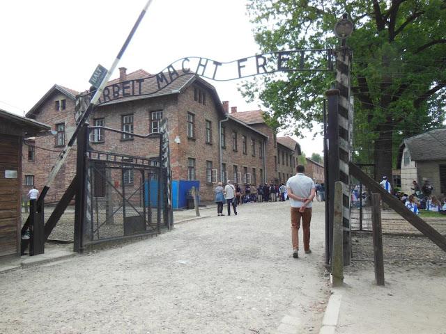 Entrada al Campo de Concentración Auschwitz-Birkenau