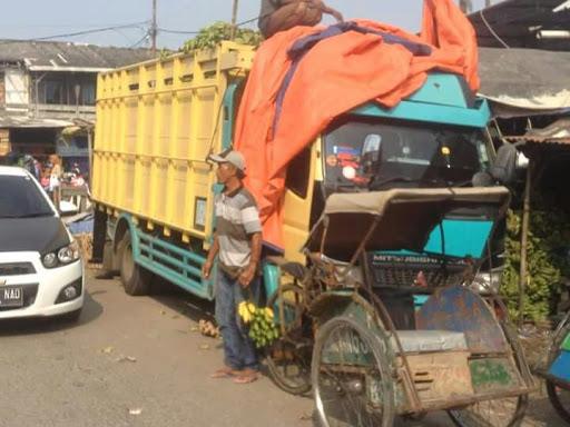 Jelang Hari Raya, Kemacetan Pasar Rengasdengklok Semakin Semrawut