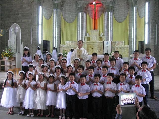 Giáo xứ Chánh Tòa: các em thiếu nhi xưng tội rước lễ lần đầu