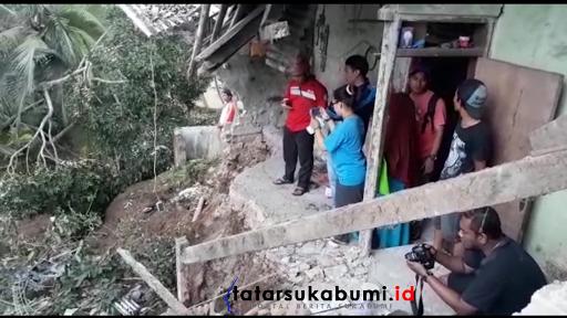 Tebing Puluhan Meter Ambruk Menyeret Bangunan dan Mesin Bubut di Sukabumi