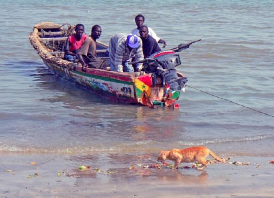 barco playa africana