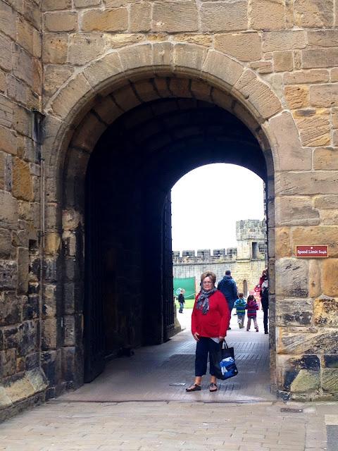 Scotland Adventures - Edinburgh, Alnwick Castle - theretherekitten.com