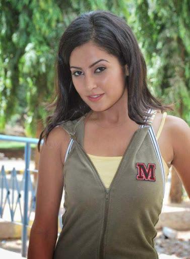 padmini kolhapure in bra - photo #3