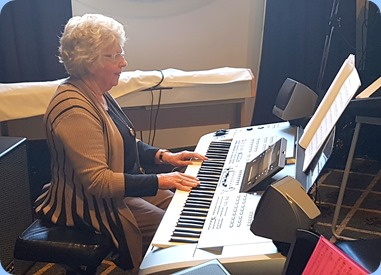 Barbara Powell playing her Yamaha 76 key Tyros 5.