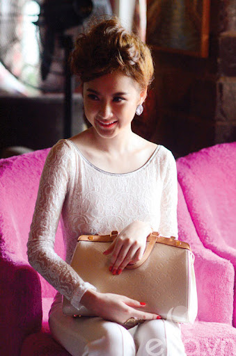 Tủ đồ sắc đẹp trong túi Angela Phương Trinh - 1