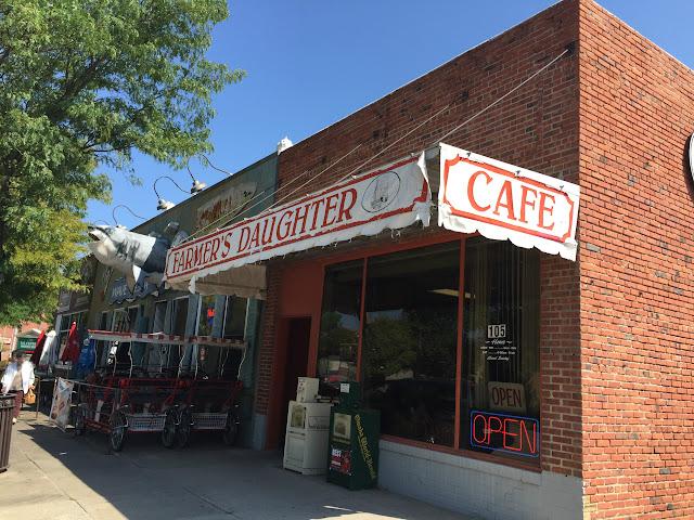 Farmer's Daughter Cafe, 105 N Walnut St, Grand Island, NE 66801