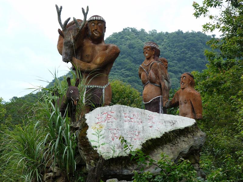 Puli  en passant , entre autres, par les villages de l ethnie Bunum de Loloko et Dili. J 10 - P1160993.JPG