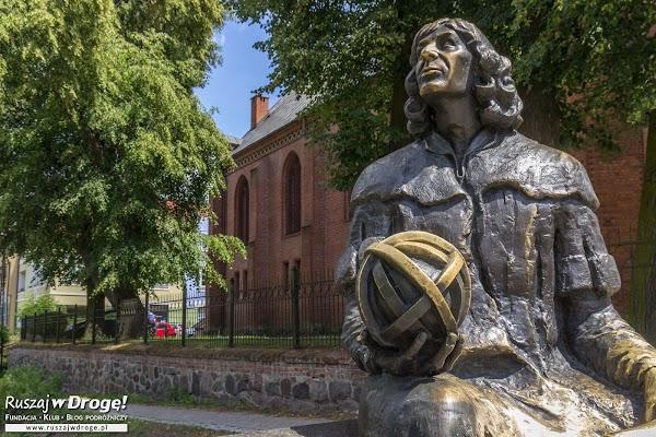Pomnik Mikołaja Kopernika przed zamkiem w Olsztynie