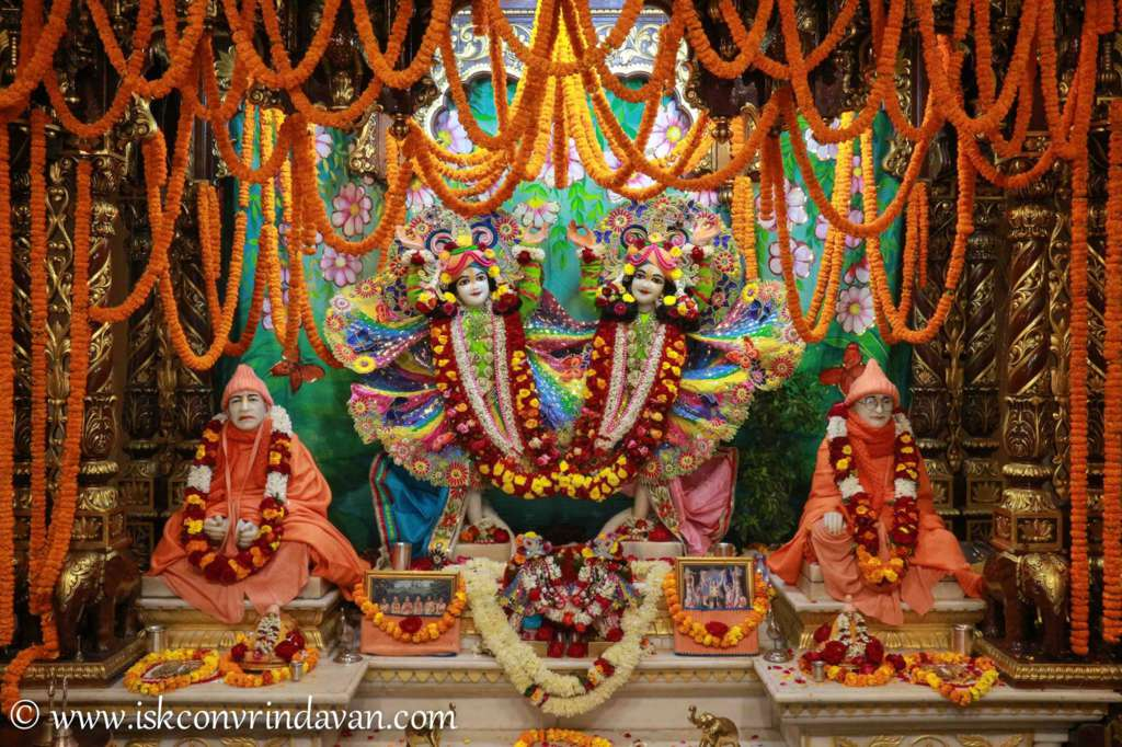 ISKCON Vrindavan Sringar Deity Darshan 18 Dec 2015 (2)