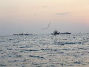 Photo: それもものすごく遅いスピードで。 何船ですかねー? 野Dさん!