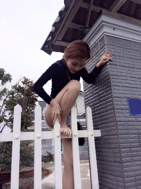 Hot girl DJ Thái Hà khoe vếu
