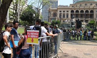 Desemprego no Brasil atinge recorde de 14,4% no trimestre encerrado em agosto, diz IBGE