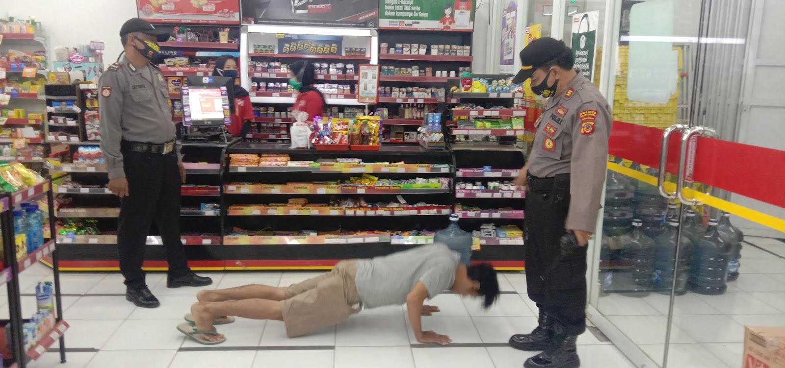 Polsek Dawuan Menggelar Operasi Yustisi di Tempat Perbelanjaan dan Tongkrongan Warga