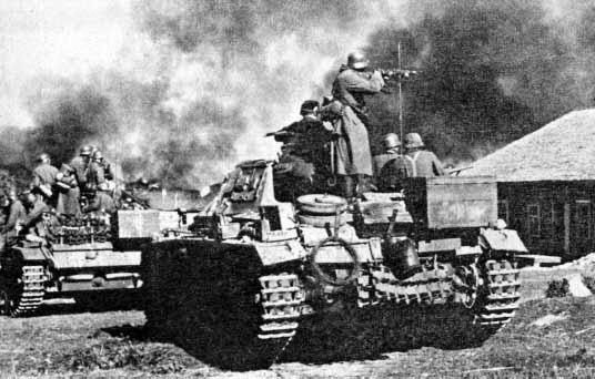 Германская мотопехота ведет бой под Москвой