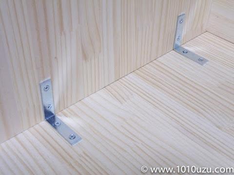 L字金具で天板を固定
