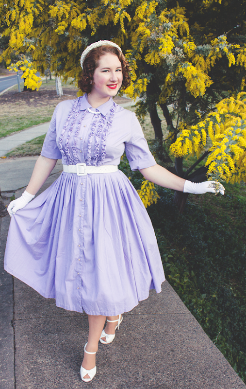A quintessintial 1950's look ~ complete with heels, hat and gloves | Lavender & Twill