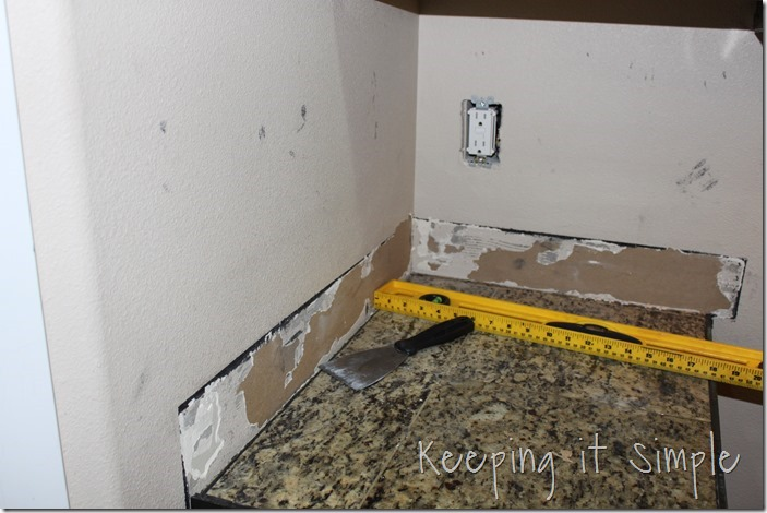 how-to-install-a-kitchen-backsplash-with-wavecrest-tile (8)