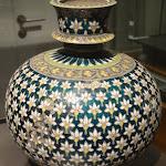 Base de huqqa (pipe à eau). Inde du Nord. Début du 18e s. Argent doré et émail champlevé. MA 6800.