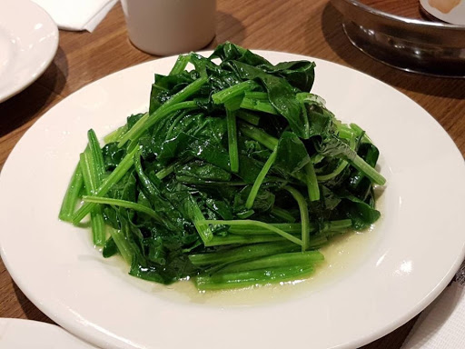 Fresh spinach from Hanshin Arena Shopping Plaza