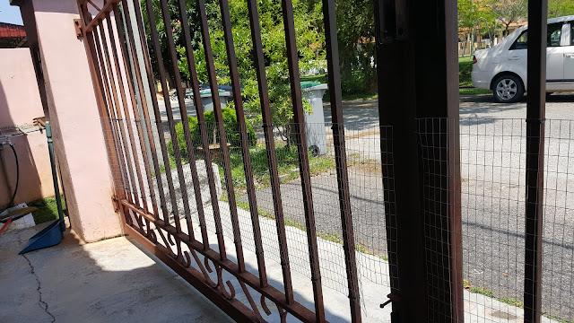 Jaring Elak Anjing  Masuk Rumah Di Pintu Pagar