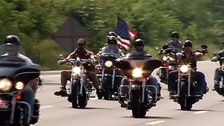 Bikers rally at Arizona mosque to defend freedom of speech