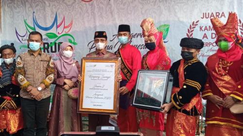 Bupati Limapuluh Kota Serahkan Penghargaan Anugerah Pesona Indonesia 2020 ke Nagari Koto Tinggi