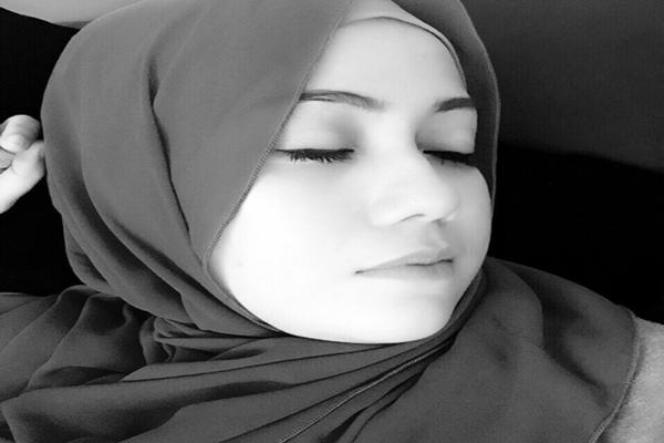 selfie pura-pura tidur.png