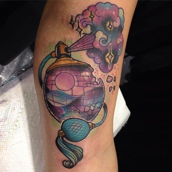 csmica_perfume_braço_de_tatuagem