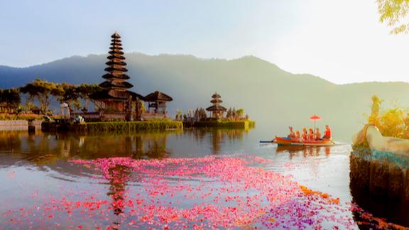 """Bali Siap """"Buka Gerbang"""" Bagi Wisatawan Asing, Waspadai Masuknya Varian Covid-19 Baru"""