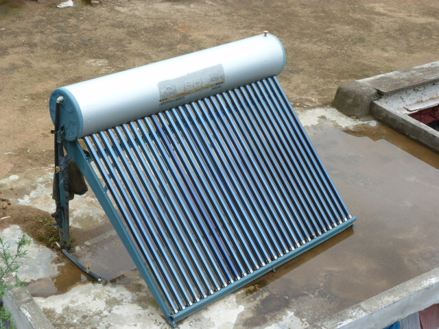 Chauffe eau solaire.Partout en Chine, pratiquement aucun en France ...