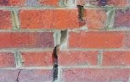 Дефект кирпичной стены