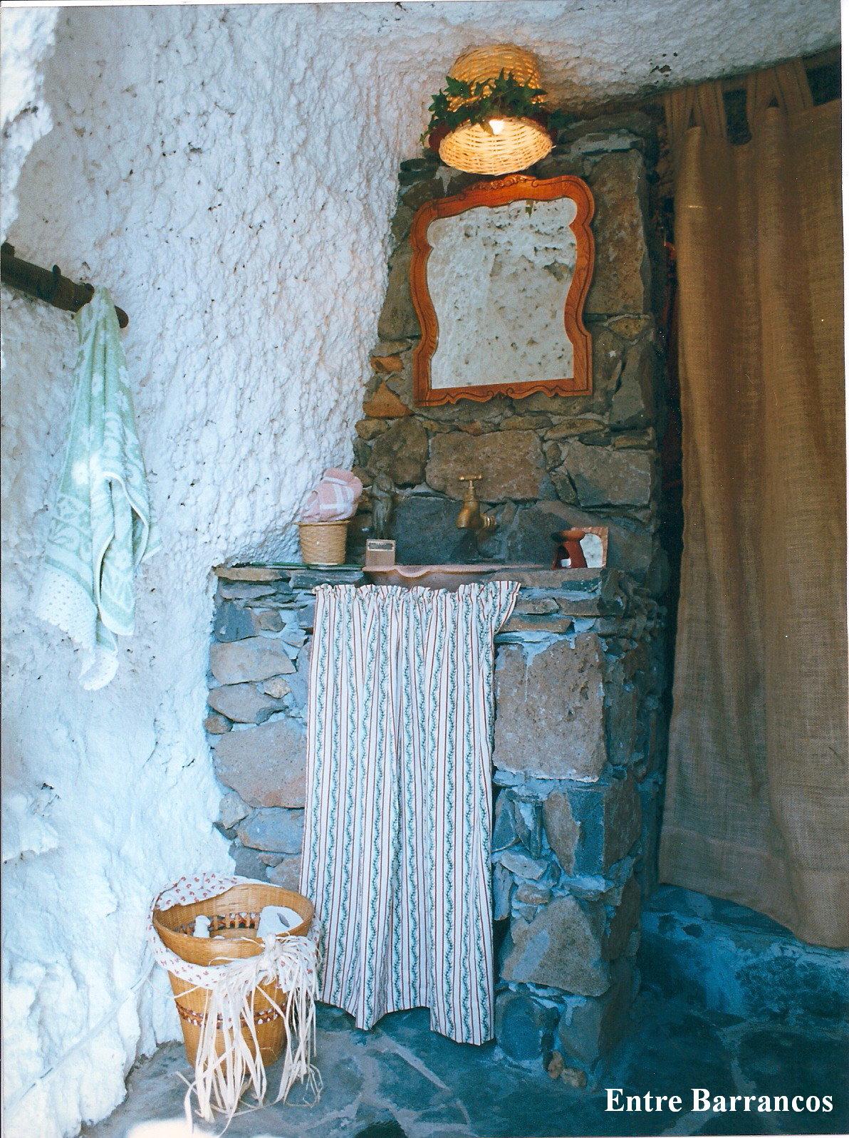 Entre barrancos decoraci n pared con cinchas for Enganches para cortinas