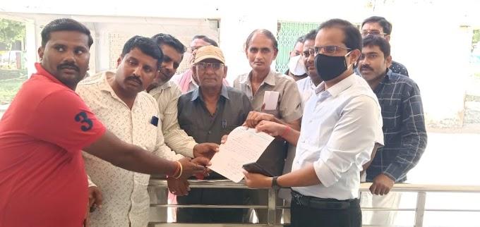 लखीमपुर खीरी में कवरेज के दौरान पत्रकार की निर्मम हत्या एवं बर्बरता के विरोध में पत्रकारों ने सौंपा ज्ञापन