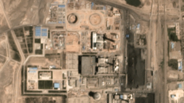 Satellite view of China's Huaneng Daba-4 power station in July 2017. Although it was covered by September 2017 restrictions on coal plants, satellite photos show that substantial construction occurred after December 2017. Photo: CoalSwarm